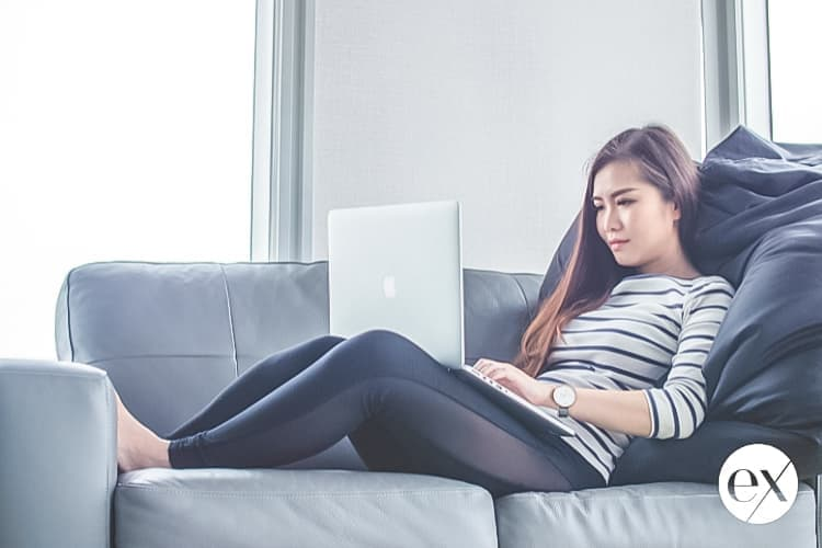 woman-at-computer-on-couch